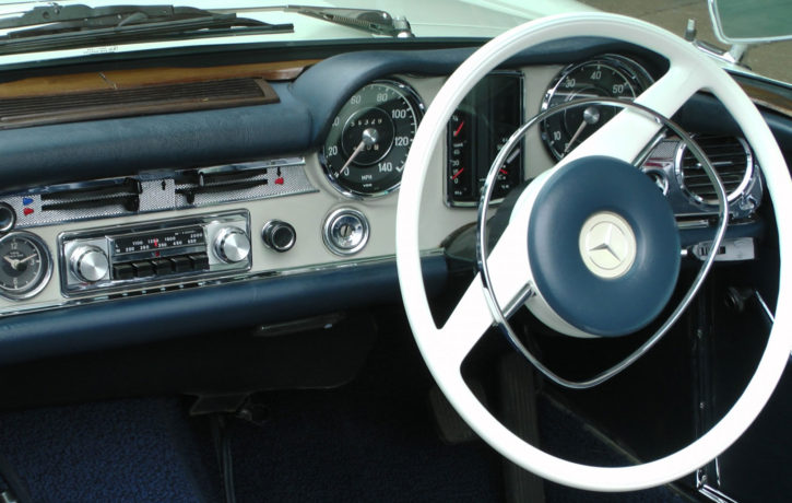 vintage-mercedes-benz-dashboard